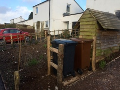 Cleft chestnut bin fence