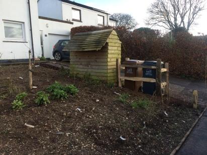 Cleft chestnut bin enclosure